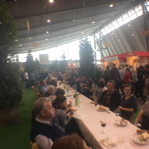Marktdesgutengeschmacks 2017 in Stuttgart Messe mit der Slowfood Messeherbst Outdoor Ambiente Garten 2017 in Stuttgart Messe mit der Slowfood