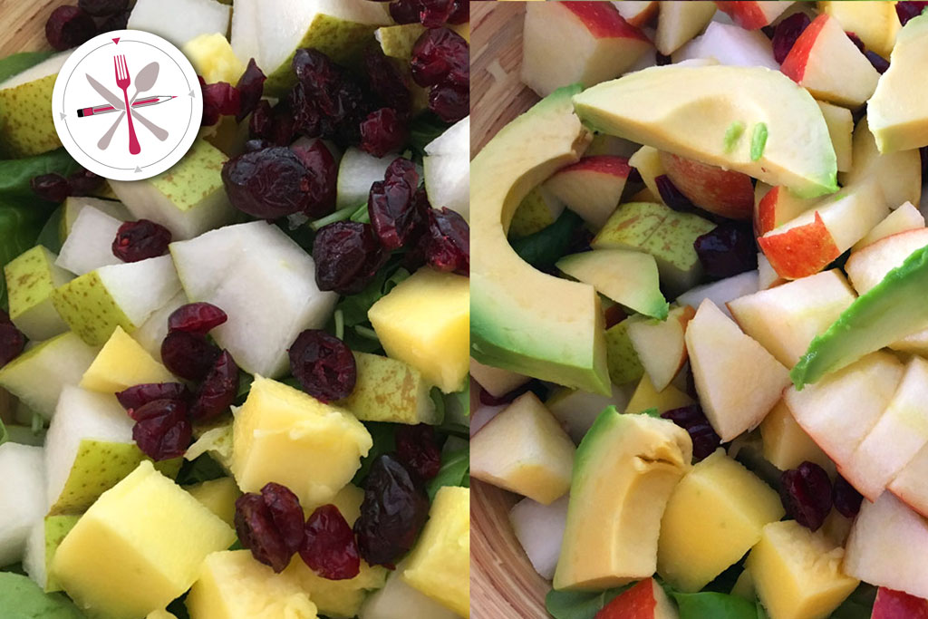 Tropical Salat mit Salatsauce, Lachs, Mango, Cranberries, Avocado, Birne und Äpfeln.