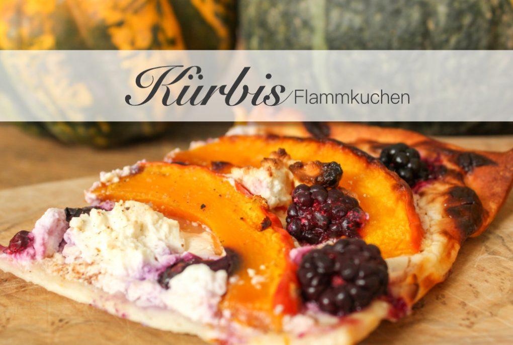 Altweibersommer Herbstlicher Kürbis Flammkuchen mit Brombeeren und Blaubeeren und Ziegenkäse