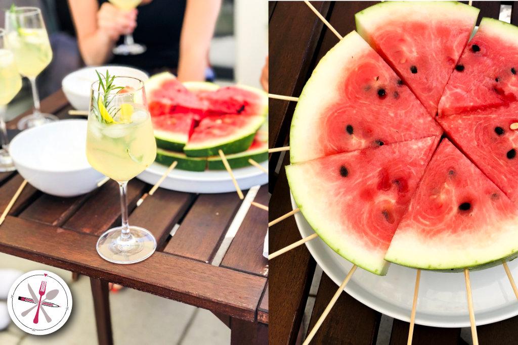 Sommerabende ausklingen lassen. Afterwork mit Cocktail und Melonenspießchen.