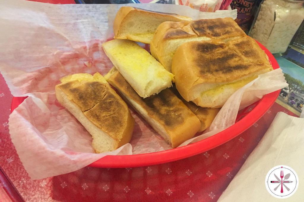Kubanisches Brot, dass man am Ende in den Mokka tunkt. Vorher darf man es aber auch essen.